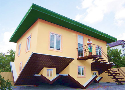 дом наоборот фото