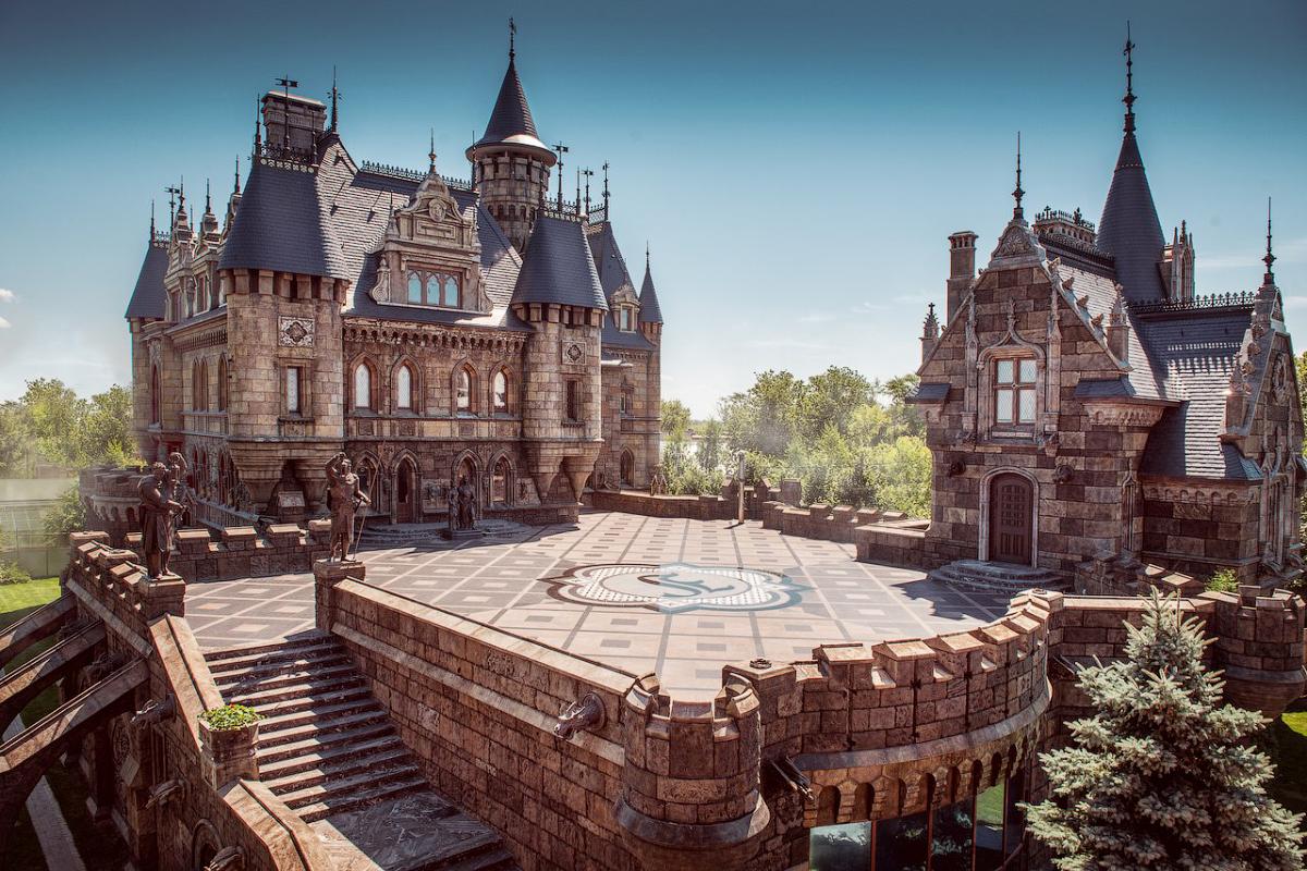 ««замок гарибальди» (тольятти), фото которого можно уже.