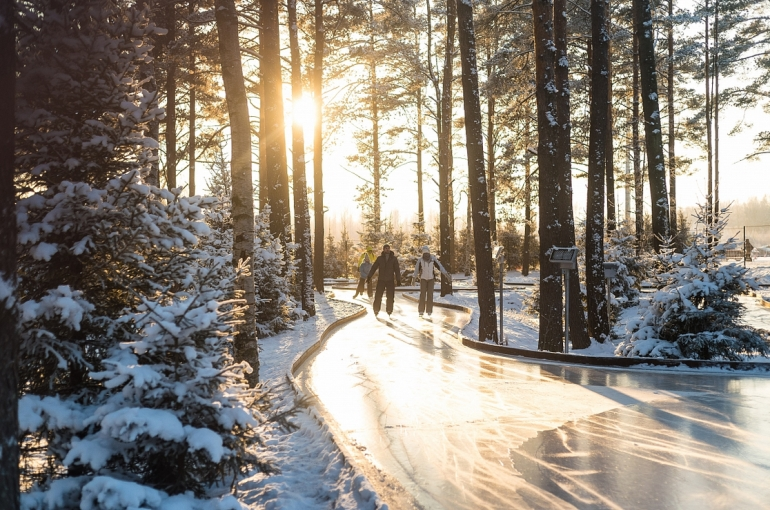 Ленинградская область. Лесной каток в спортивном комплексе «Охта Парк». Фото: <a href=