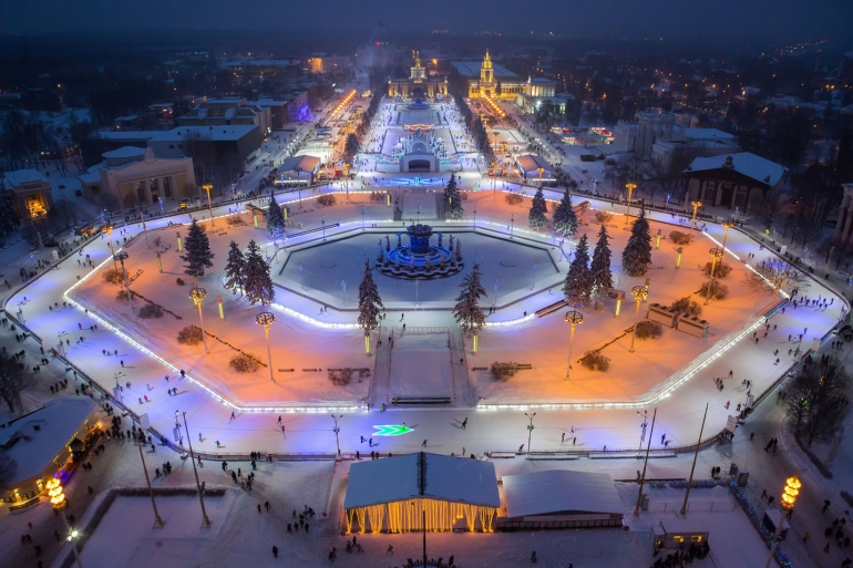 "Каток ВДНХ. Фото: <a href=""http://www.worldrecordacademy.com/biggest/largest_mobile_skating_ring_Moscow_sets_world_record_216375.html"">World Record Academy</a>. Strana.Ru"
