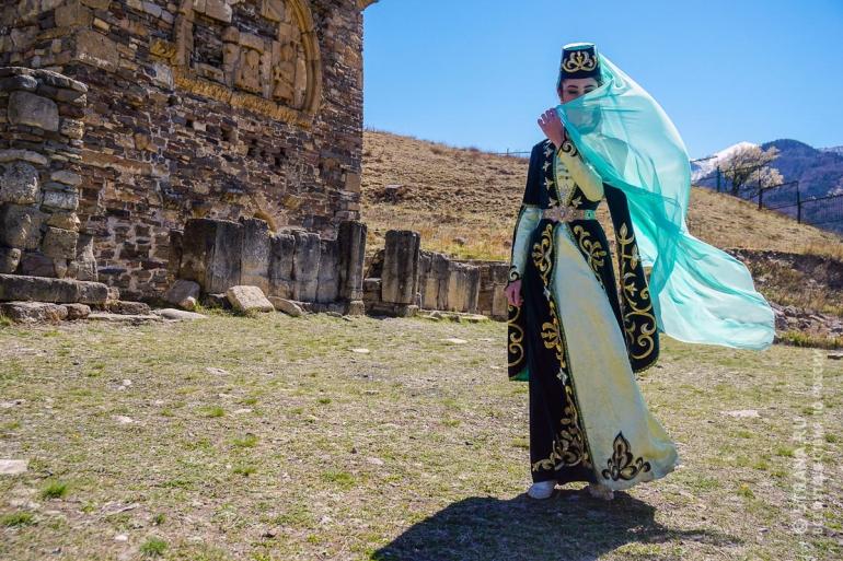 Традиционное ингушское женское платье. Фото: Игорь Стомахин/Strana.Ru. Strana.Ru