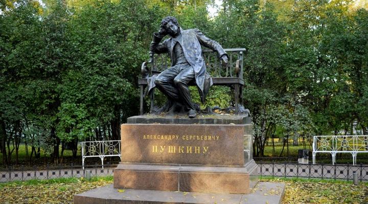 Памятник с семейный Пушкин скромное надгробие на могиле фото