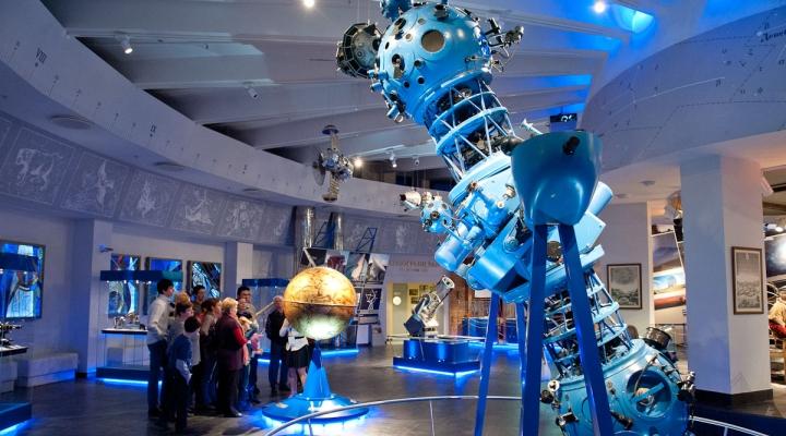 самый большой музей в москве банка Аксонбанк динамика