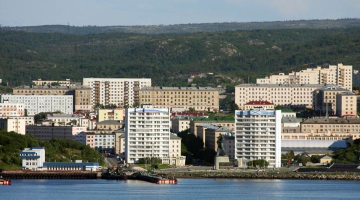 В Североморске пассажиров возили автобусы с рваными шинами