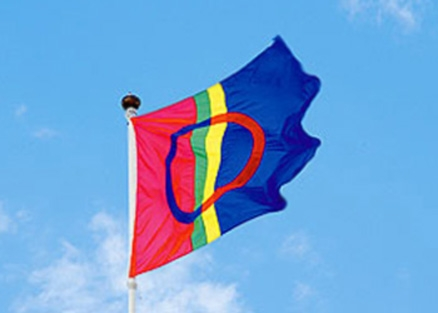 Ловозеро поднимает саамский флаг